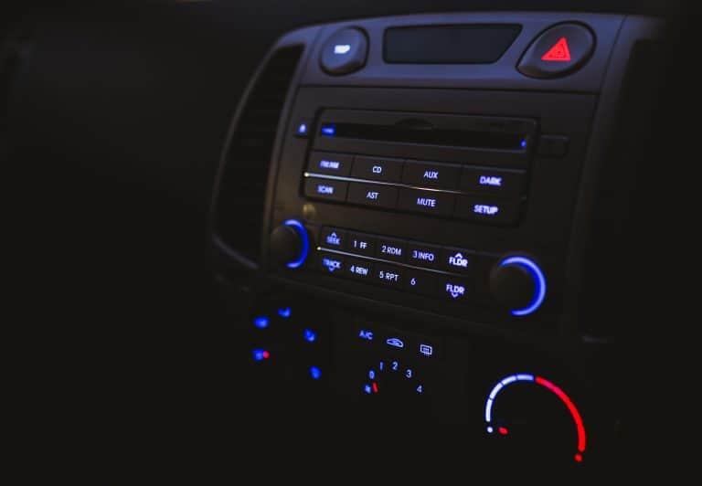 Autoradio mit CD-Player, Mittelkonsole