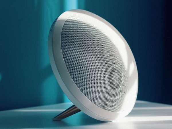 Kabelloser Lautsprecher mit Standfuß