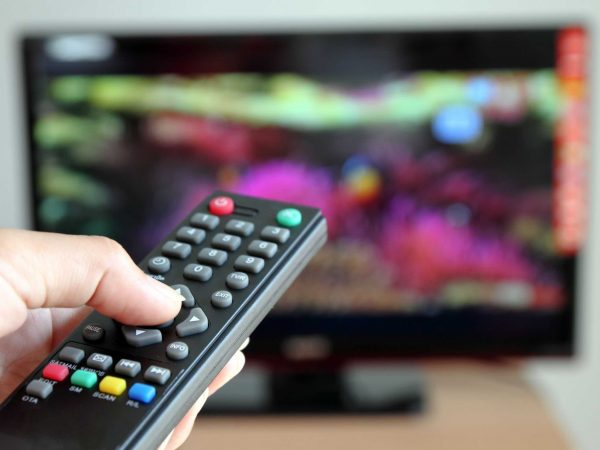 11151890 – hand pointing a tv remote control towards the television