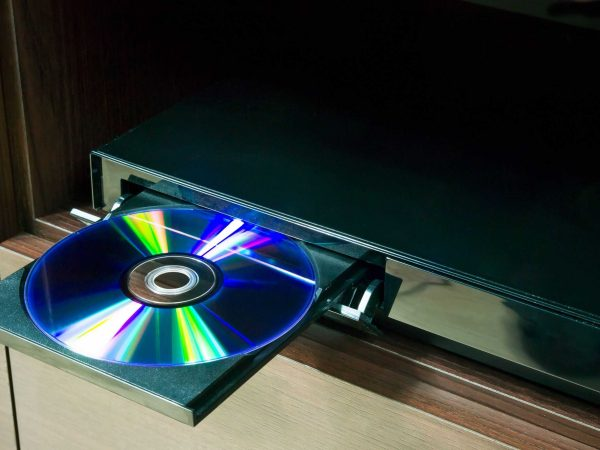 18983954 – blu-ray player with inserted disc