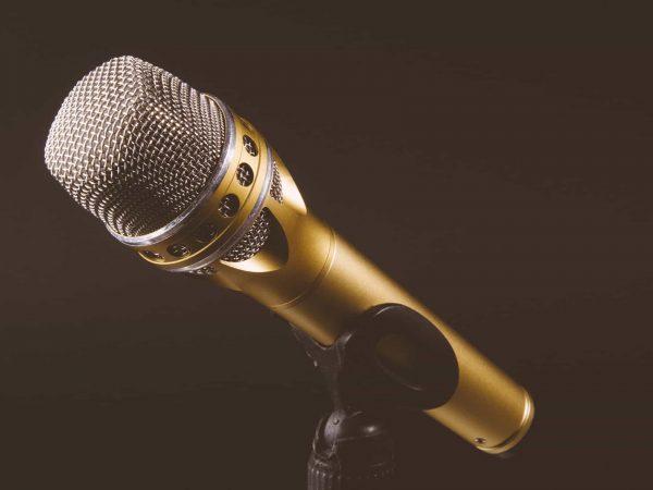 Goldenes Funkmikrofon