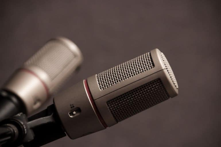 Video Conference Omnidirectional Kondensator Lapel Mic mit Einfacher Clip on System Perfekt f/ür Recording Interview Phone Lavalier Mikrofon Voice Dictation Podcast
