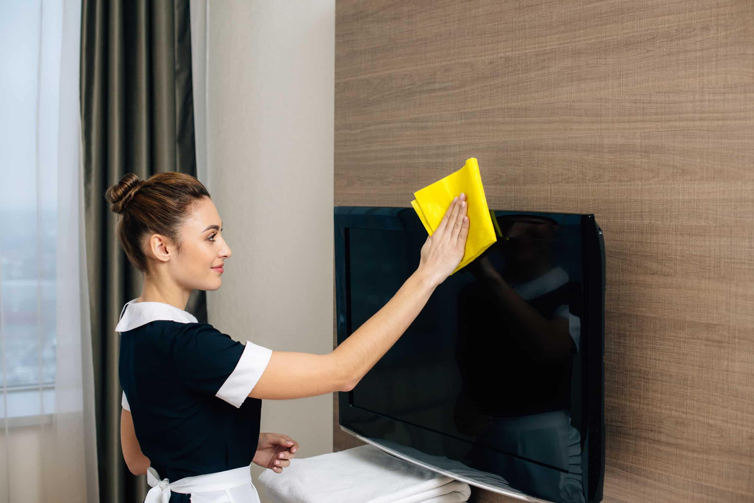 Fernseher reinigen: Tipps und Tricks für ein strahlendes Bild