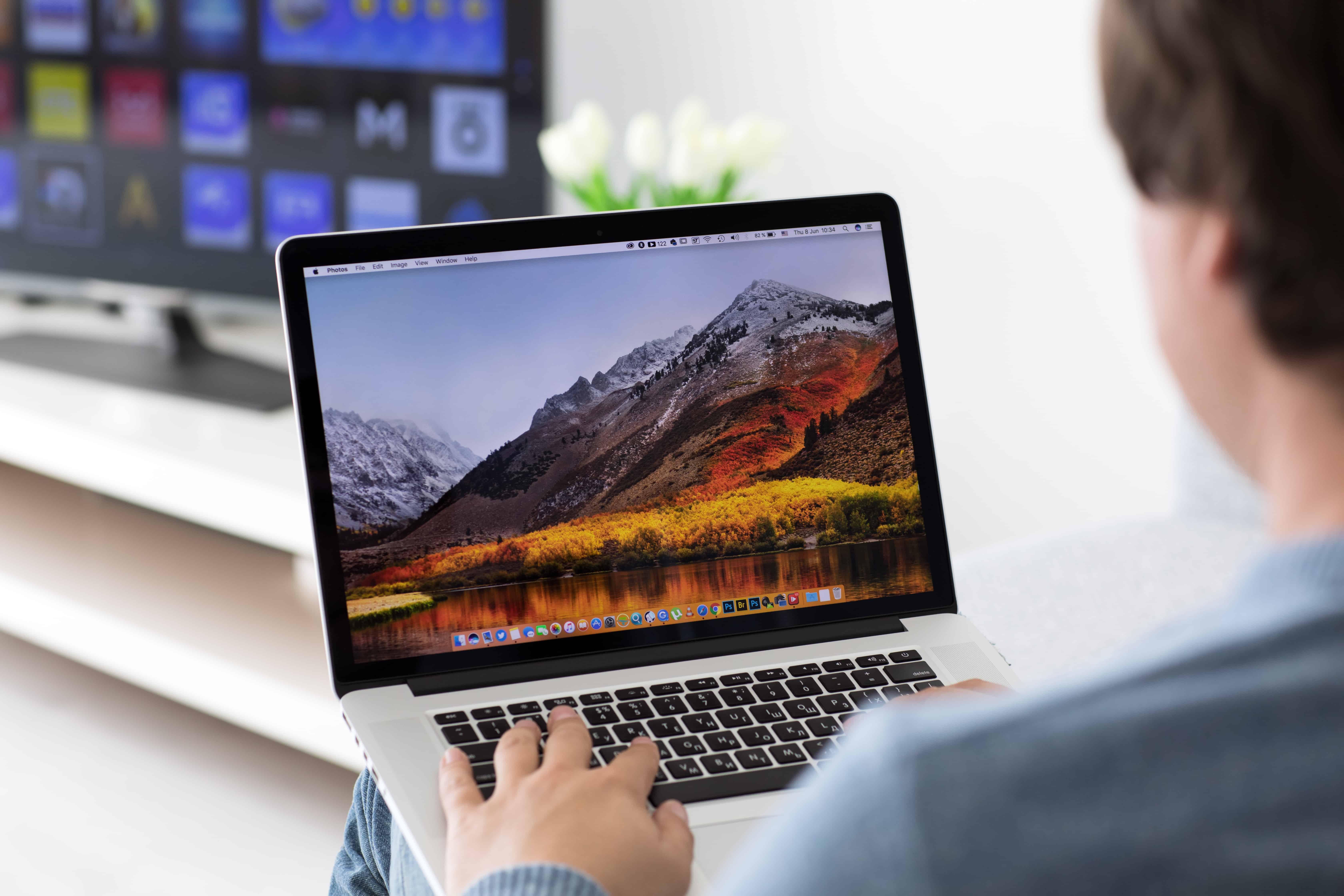 Laptop mit Fernseher verbinden: So einfach gehts